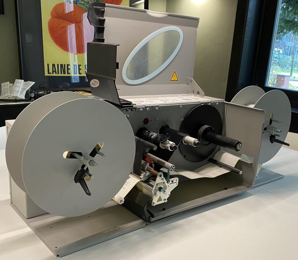novexx-6404-etikettendruck-mit-echtzeit-ab-und-aufwicklung-von-rolle-zu-rolle